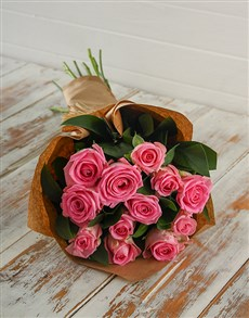 gifts: Pink Roses in Craft Paper!