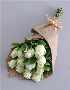 flowers: White Roses in Craft Paper!