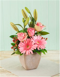 flowers: Pink Flower Arrangement!