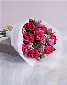 flowers: Elegant Mixed Roses In White Craft Paper !