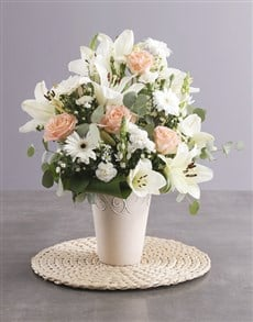 flowers: Elegant Cream Flower Arrangement!