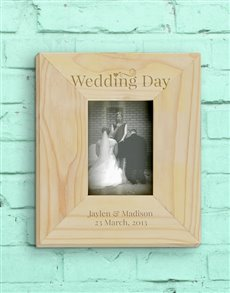 gifts: Personalised Wedding Day Photo Frame!