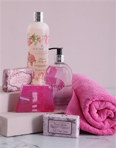 Gifts and Hampers - All Gifts: Baylis & Harding The Ultimate Retreat Hamper !