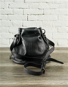 gifts: Jinger Jack Milan Black Leather Bucketbag!