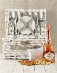 gifts: La Vallee Rose Picnic Basket!