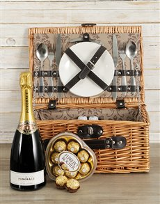 gifts: Classique Heart Picnic Basket!