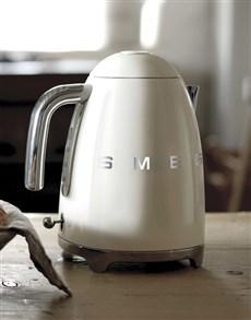 gifts: SMEG Retro Crème Kettle !
