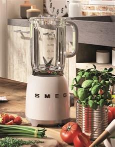gifts: SMEG Retro Blender Crème!