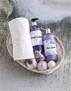 gifts: Bath And Body Floral Flair Gift Hamper!
