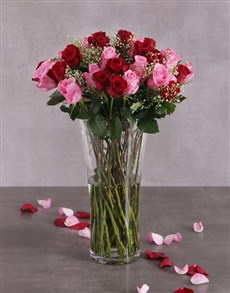 flowers: Mixed Pink and Red Roses in Flair Vase!