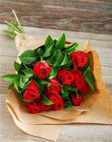 gifts: Red Roses in Craft Paper!
