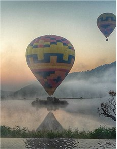 gifts: Hot Air Balloon Classic Flight with Breakfast!