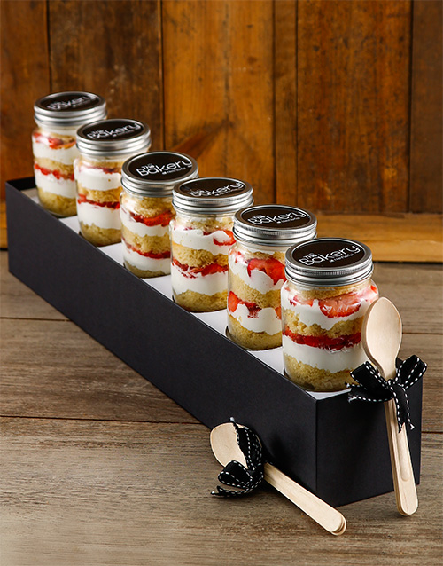 bakery: 6 Strawberries and Cream Cupcake Jars!