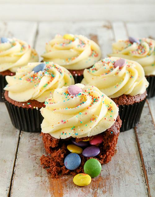 cupcakes: Birthday Cake Pinata Cupcakes!