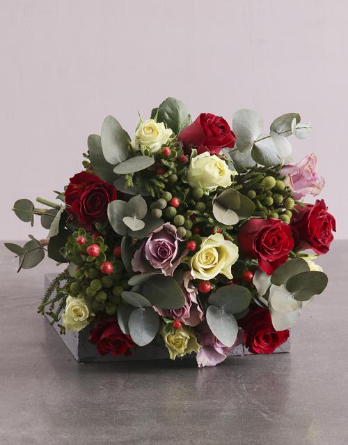 colour: Enchanting Mixed Roses Blooms!