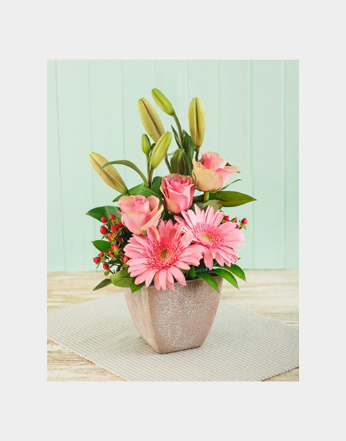 colour: Pink Flower Arrangement!
