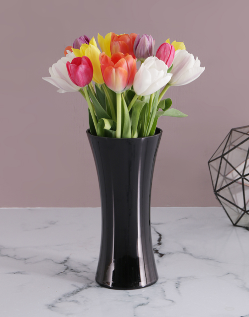 colour: 15 Tulips in a Black Flair Vase!