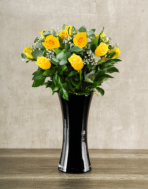 vase: Yellow Roses in Black Vase!