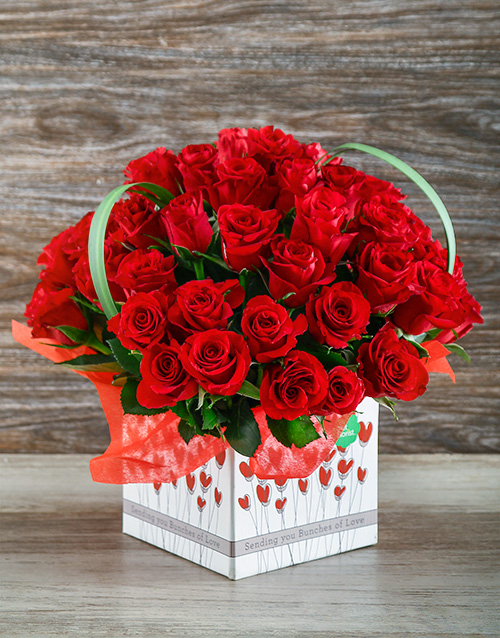 anniversary: Red Roses in a Love Box!