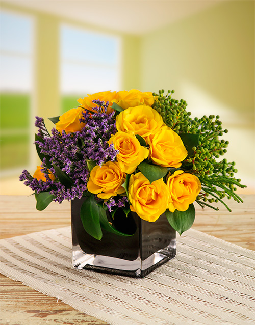 apology: Yellow Kenyan Cluster Roses in Black Vase!