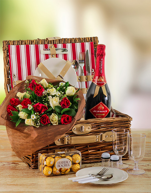 gourmet: Romantic Roses and Picnic Basket for Two!