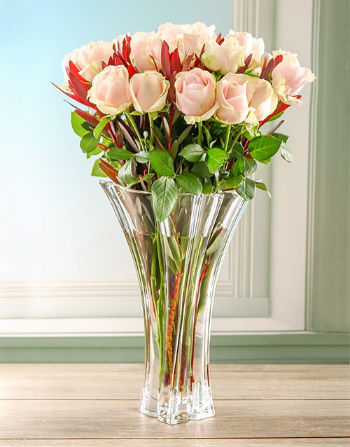 roses: Spectacular Pink Roses in Crystal Vase!