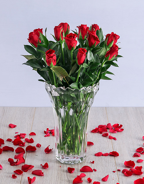 anniversary: Charming Red Roses in Crystal Vase!