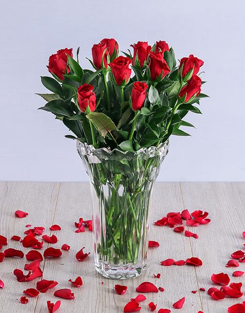 luxury: Elegant Red Roses in Crystal Vase!
