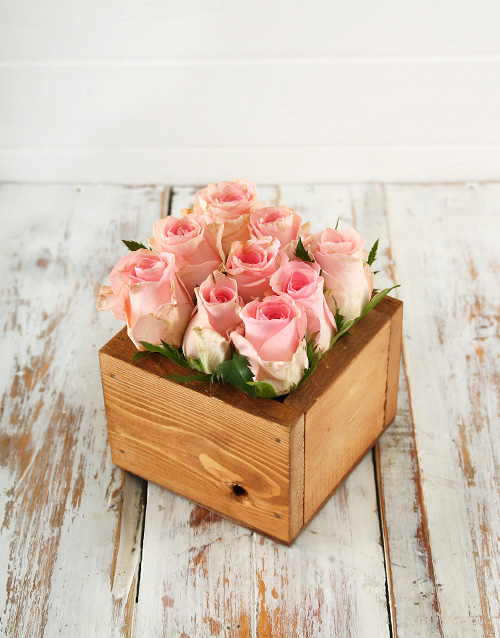 colour: Pink Roses in a Petite Wooden Box!
