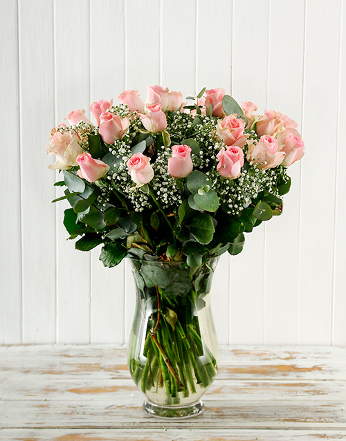 flowers: Bouquet of Pink Roses in a Vase!