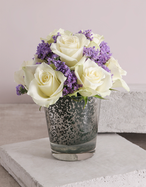 anniversary: White Paradise Rose Vase!