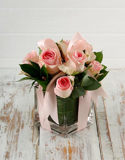 flowers: Light Pink Roses in a Vase in Bulk!