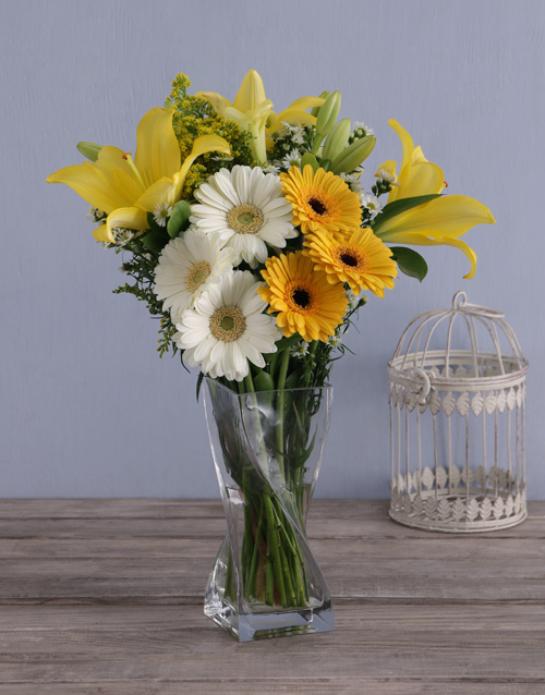 colour: Sunbright Daisies in a Vase!