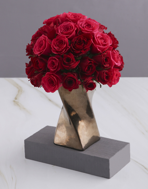coloured-vases: A Twist of Red and Cerise Roses!