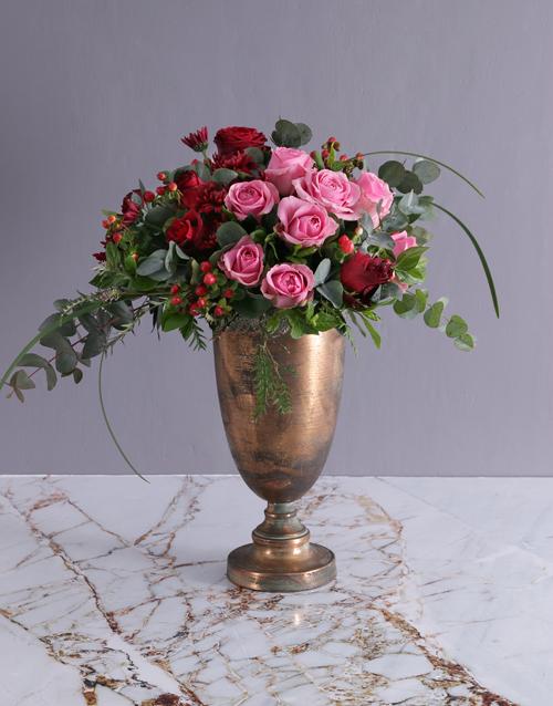 coloured-vases: Dramatic Rose Doha Arrangement!