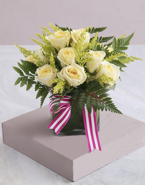 love-and-romance: Cream Roses in Square Vase!