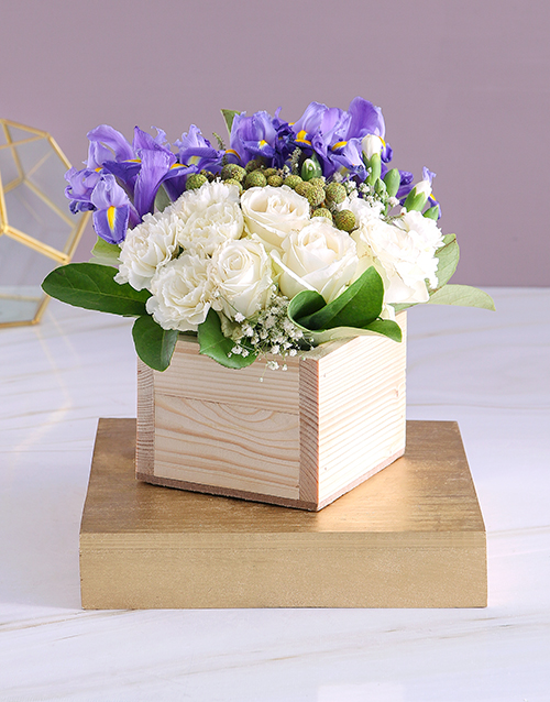 flowers: Blue and White Blooms in Wooden Box!