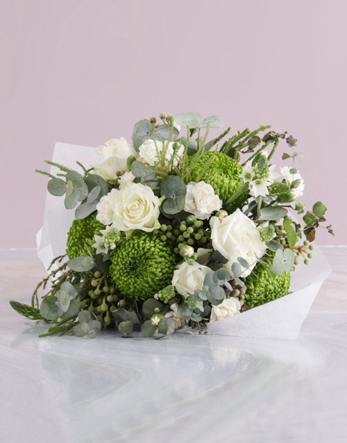 colour: Bouquet of White Roses and Sprays!
