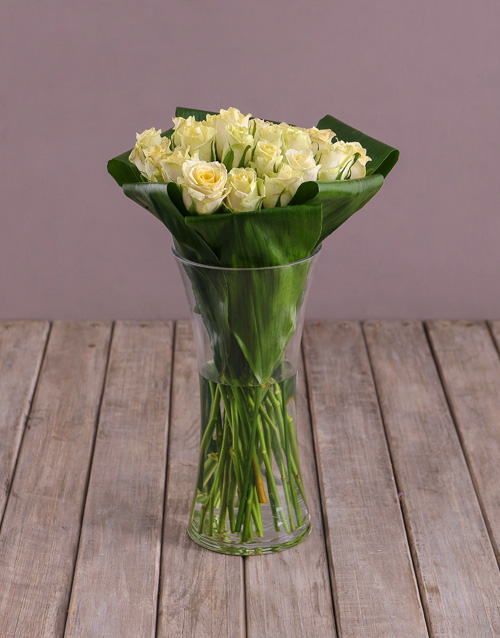 anniversary: Cream Roses In Flair Vase !