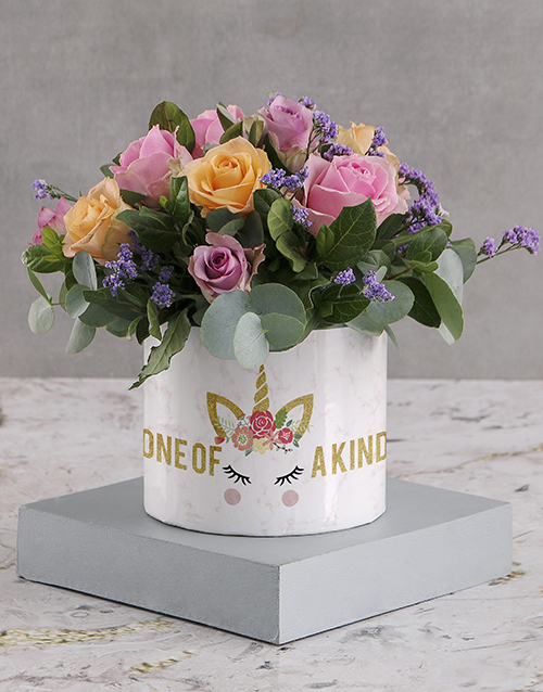 roses: Marvellous Mixed Roses in White Round Box!