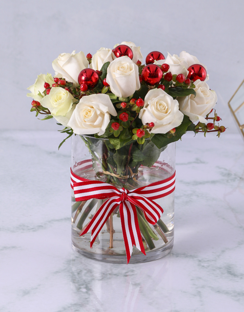 christmas: Cream Roses with Hypericum in Clear Vase!