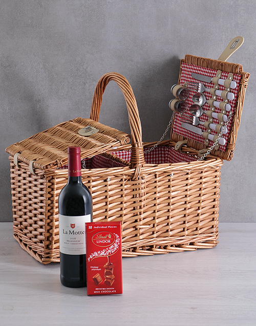 gourmet: La Motte 4 Person Picnic Basket!