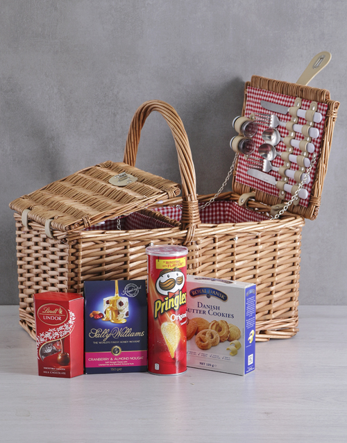gourmet: Snackers 4 Person Picnic Basket!
