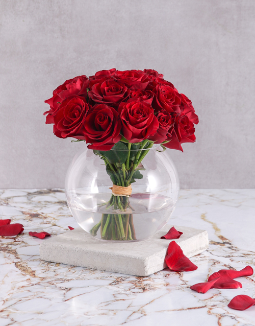 christmas: Fiery Red Roses in Round Vase!